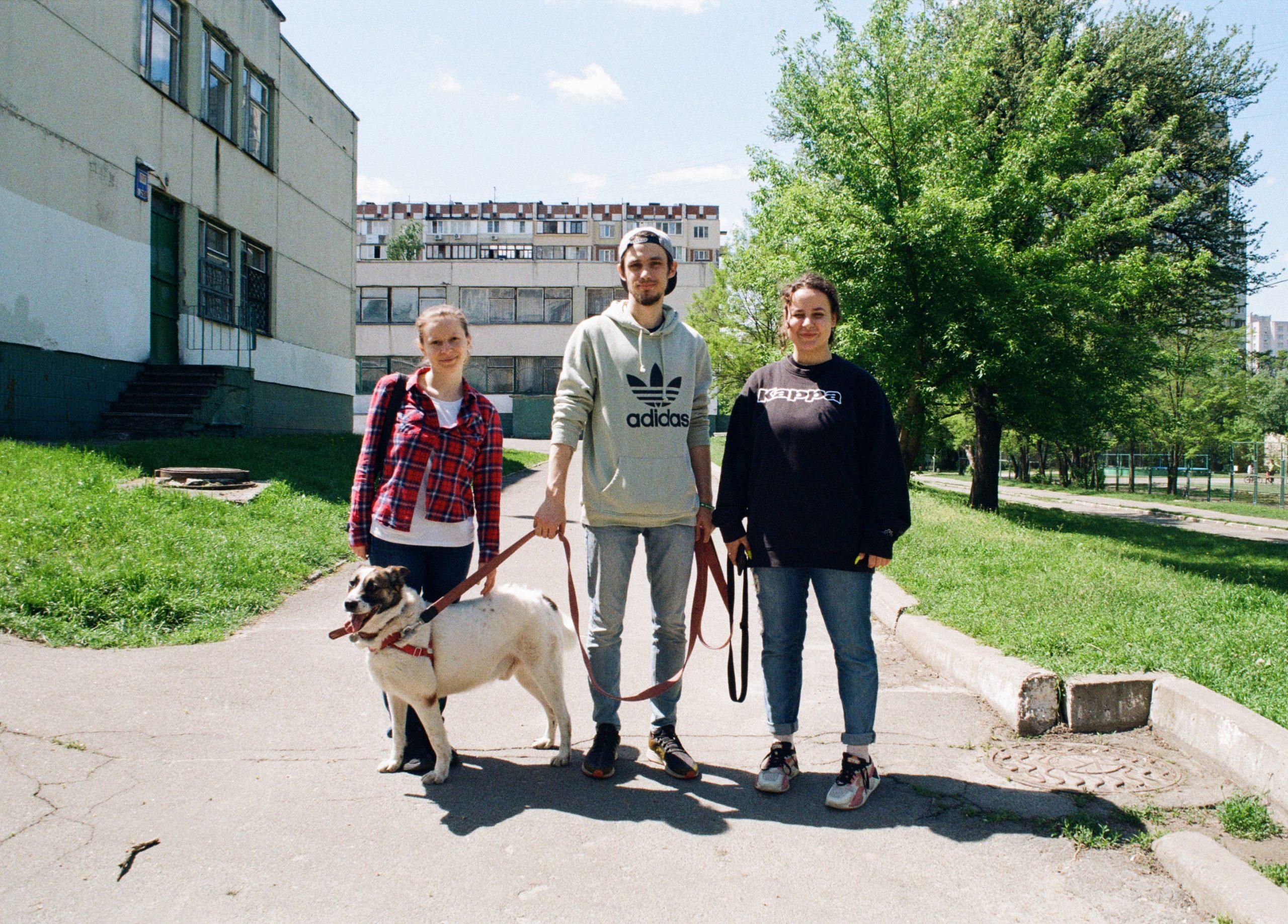 Сміття, кров і хліб: плівковий фотопроєкт про Київ